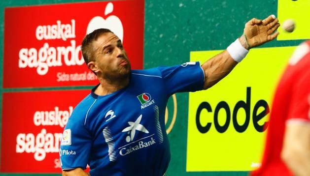 Aimar Olaizola en las semifinales del torneo La Blanca, disputado en el Ogueta de Vitoria.