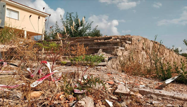 En la foto, estado en el que se encuentra el chalet en la localidad de Alcanar (Tarragona) donde explotó el material con el que la célula preparaba los atentados de Barcelona y Cambrils.