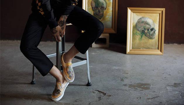 Unas zapatillas basadas en el autorretrato de Van Gogh.