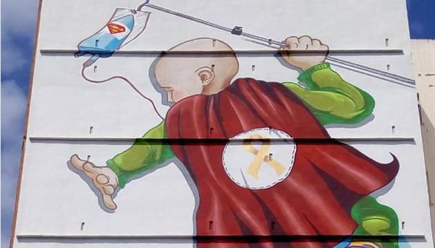 Fachada en la que el grupo de grafiteros Unlogic ha pintado el mural que ven los niños del hospital de La Fe, en Valencia.
