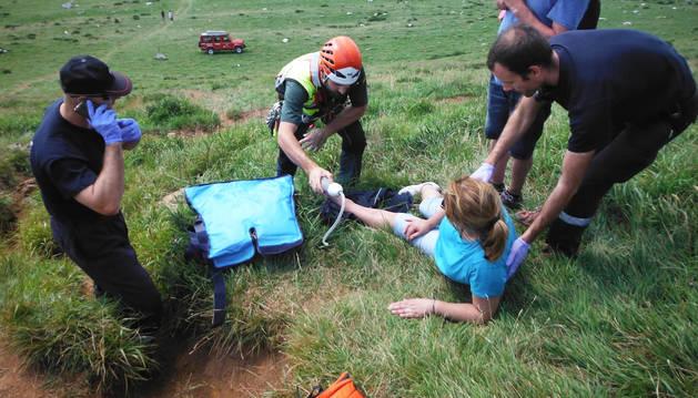 La mujer presentaba una fractura en el tobillo