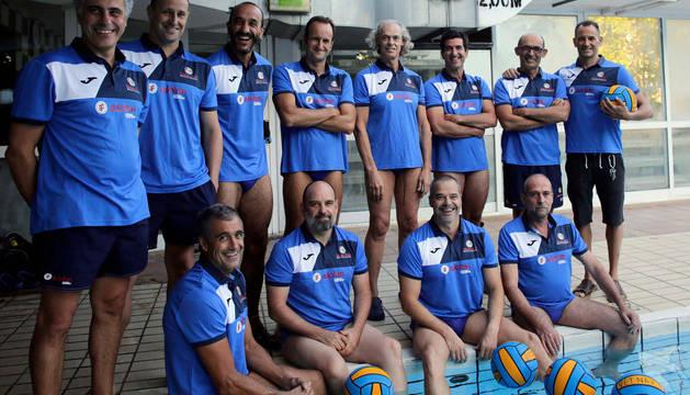 La plantilla de Larraina tras un entrenamiento previo al Campeonato de Eslovenia.