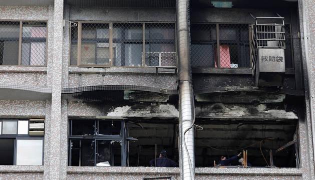 Estado de parte del edificio del hospital incendiado en Taipéi (Taiwán).