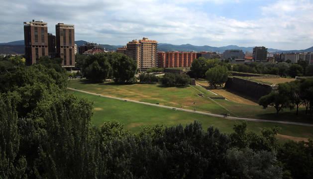 Imagen de la Vuelta del Castillo, entre la avenida de Pío XII y la del Ejército.