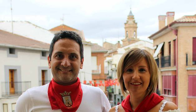 Después de un año, Lerín se volvió a vestir de blanco y rojo este martes, 14 de agosto, primer día de sus fiestas patronales.