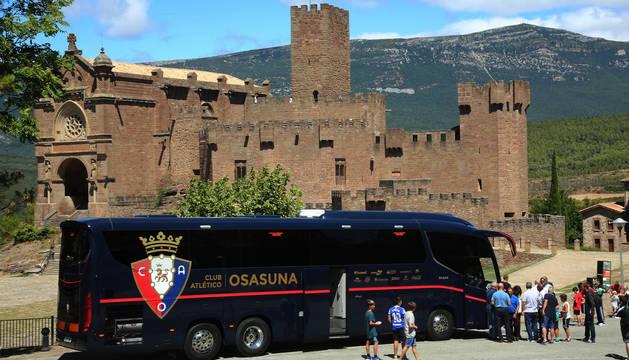 Llegada de la expedición de Osasuna al Castillo de Javier.