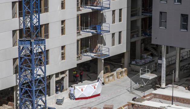 Muere un trabajador tras caerse desde una gran altura en unas obras en Ripagaina