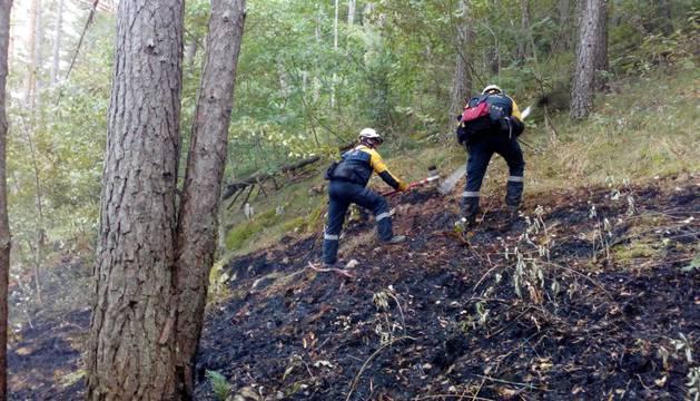 Estabilizado un incendio en la sierra de Illon, que afecta a hojarasca y matorral