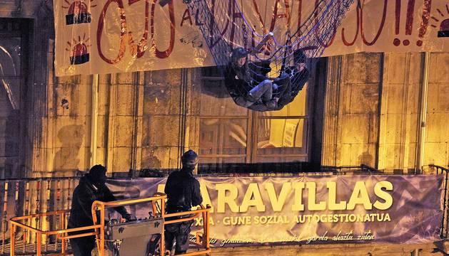 Desalojo del gaztetxe Maravillas, en el Palacio Marqués de Rozalejo, en Pamplona.