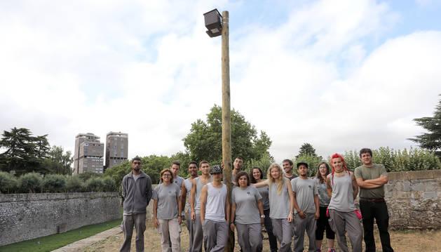 El Ayuntamiento de Pamplona y la Fundación Ilundáin han colocado una caja-nido en los fosos de la Taconera.