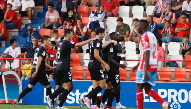 El Málaga celebra el gol de la victoria ante el Lugo en el 89