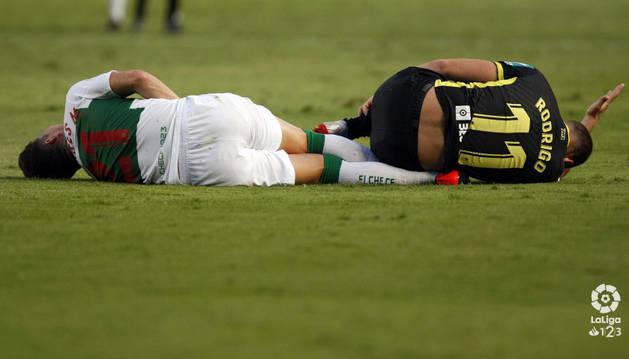 Elche y Granada empatan en su debut liguero