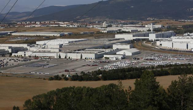 Imagen de este lunes de las campas en las que Volkswagen Navarra almacena los coches que salen de la cadena de montaje.
