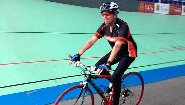 Vicente Pellicer, durante uno de sus entrenamientos en el velódromo de Tafalla.