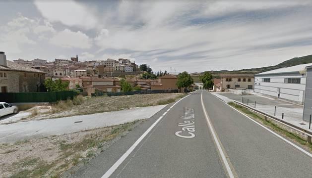 La carretera NA-1110 a la altura de Cirauqui.
