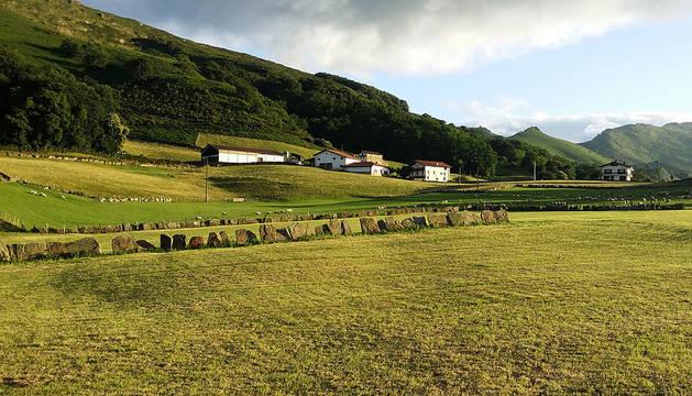 Imagen de la zona de Urdax en la que está situada la quesería y en la que pastan sus ovejas latxas.