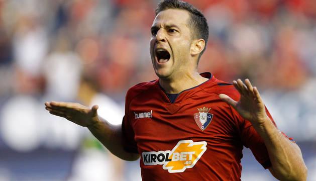 Juan Villar celebra su primer gol en Osasuna.