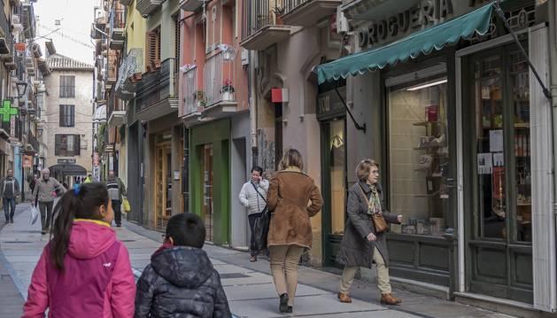 Imagen de la calle Mayor de Estella, donde han cerrado varios negocios en los últimos años.