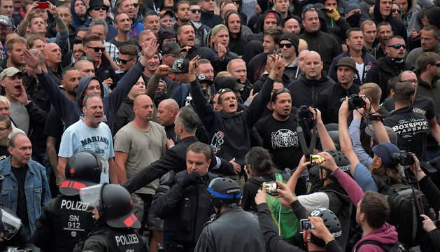Manifestantes neonazis en la marcha de Chemnitz.