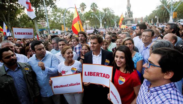 Albert Rivera e Inés Arrimadas, en la concentración convocada en Barcelona por Ciudadanos bajo el lema