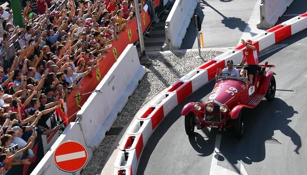 Vettel, durante una exhibición en las calles de Milán este miércoles