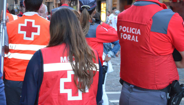 Agentes de Policía Foral en un dispositivo de fiestas patronales.