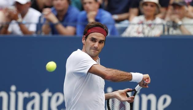Federer avanza a tercera ronda