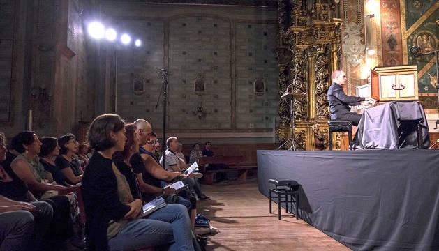 Actuación de Juan de la Rubia con el claviórgano en la 49ª Semana de Música Antigua de Estella.