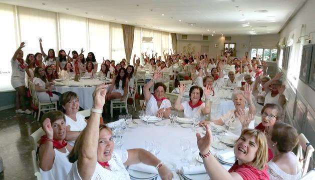 COMIDA PARA LAS MUJERES Un total de 92 mujeres se dieron cita en el restaurante Beethoven para disfrutar de una comida de hermandad.