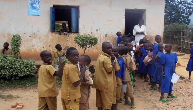 Trece viajeros, nueve de ellos navarros, viajaron al distrito ruandés de Gankeke para conocer el trabajo de la ONGDMedicus Mundien este pequeño país africano, y el histórico hospital de Nemba