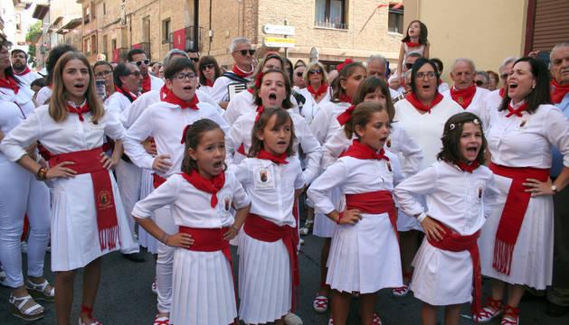 La Virgen de la Paz salió en procesión este sábado por las calles de Cintruénigo, que celebró este sábado su tercera jornada festiva
