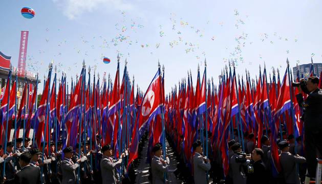 Imagen del desfile durante la celebración del 70 aniversario de la fundación de Corea del Norte.