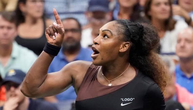 Serena Williams increpando al juez