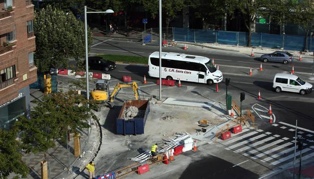Obras en uno de los pasos de Cebra de Pío XII en la desembocadura de la calle La Rioja.