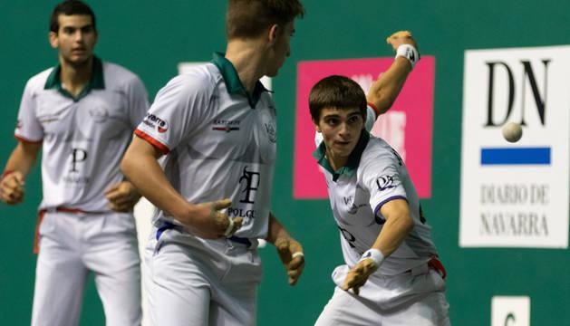 Alberdi golpea en presencia de Gutiérrez y García.