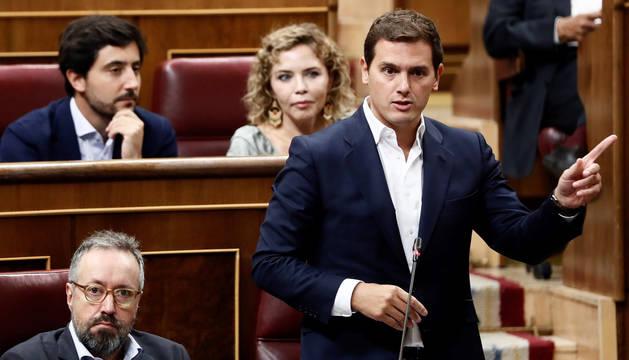 Rivera reclama a Sánchez que haga pública su tesis para