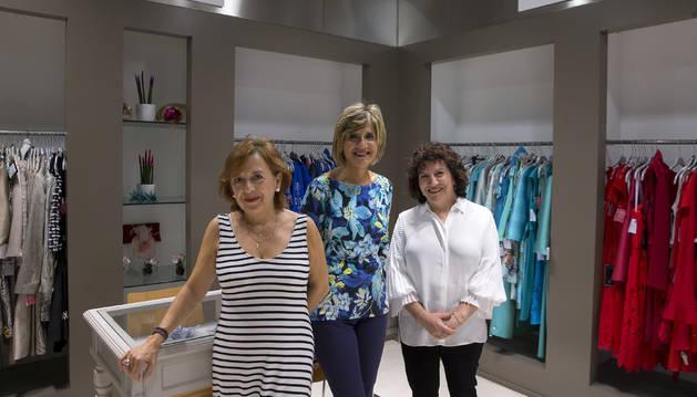 De izquierda a derecha, Puri Martínez, Irene Bariain y Marisa Casi.