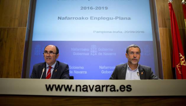 Los vicepresidentes Manu Ayerdi y Miguel Laparra durante la presentación del borrador del Plan de Empleo en 2016.