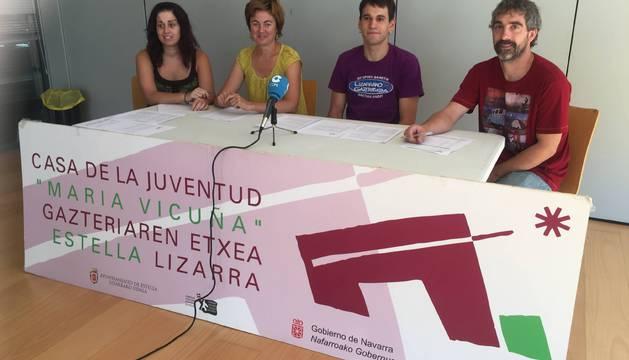 Desde la izquierda, Eva Ponz (animadora sociocultural), Oihane Beraza (técnico), el edil Asier Urcelai y el también técnico Iñaki Ruiz, durante la rueda de prensa en la que presentaron la programación.