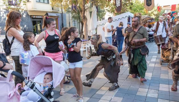 Imagen del desfile que inauguró este viernes el Mercado Medieval de las Tres Culturas de Tudela.