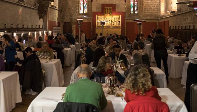 Imagen de archivo de una cena organizado por una bodega navarra, en el refectorio de la catedral.