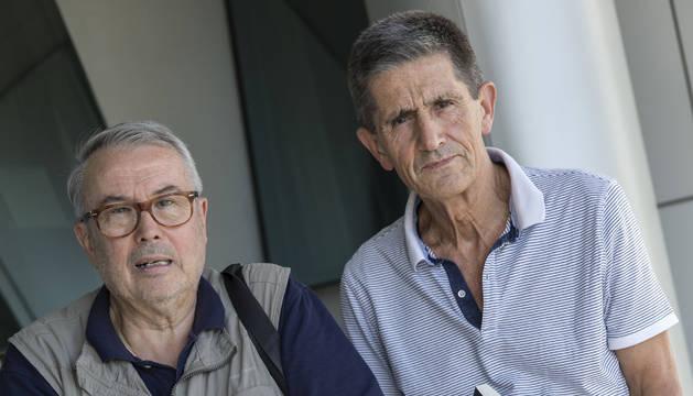 Ricardo Guelbenzu (izquierda) y Rafael Berro, con su libro.
