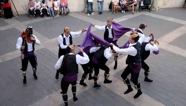 Encierro, música, danzas, aniversario y despedida en el sábado de fiestas de Sangüesa