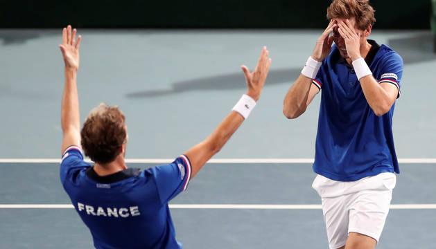 El doble francés celebra el pase a la final de la Copa Davis.