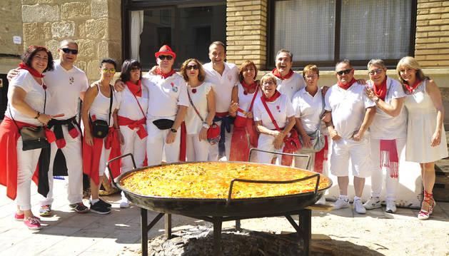 Una paella para trescientas personas en las fiestas de Olite.