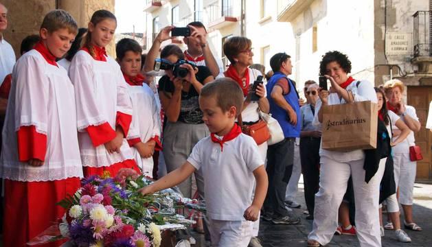 El domingo de fiestas estuvo dedicado a los niños. Sangüesa dio la bienvenida a los nacidos en el último año y hubo ofrenda floral al patrón