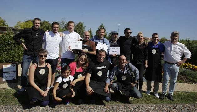 Foto del jurado y concursantes del reto 'Biochef'