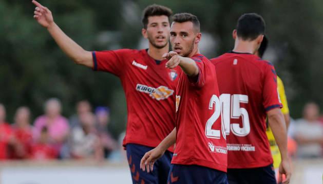 El jugador navarro Imanol García, dando una orden en un partido de la pasada pretemporada en Marcilla.