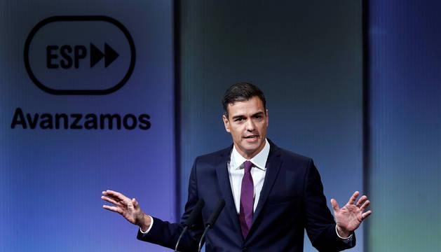 El presidente del gobierno Pedro Sánchez, durante su intervención en el acto que ha presidido en la Casa de América con motivo de los cien días de gestión del gobierno.