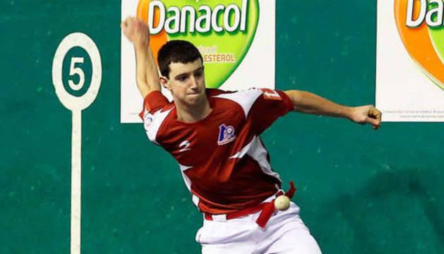 El zaguero de Etxeberri Julen Martija despuntó ayer en Logroño como el mejor de los cuatro pelotaris.